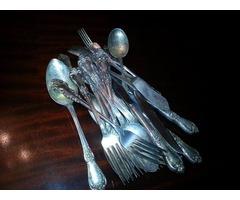 Tenedores y cucharas de plata