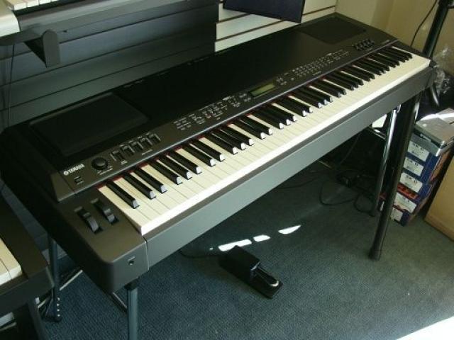 Yamaha CP300 Digital Stage Piano - 1/1