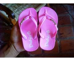 ropa y zapatos de niños
