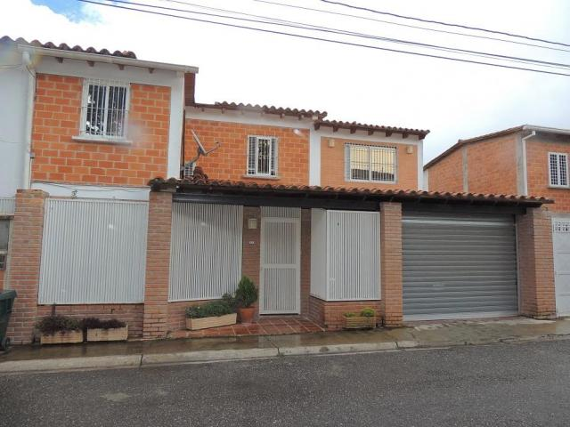 VENDO LINDA TOWN HOUSE EN LLANO ALTO, CARRIZAL - 1/6