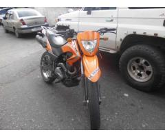 SE VENDE MOTO TX 200