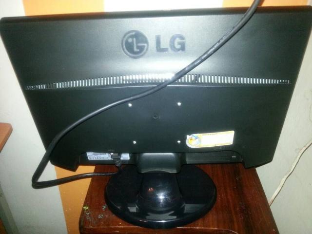 Vendo Monitor LG Nuevo 19 Pulgadas LCD Listo Para Usar - 1/2