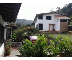 Hermosa casa en zona de montaña a 15 min de la ciudad