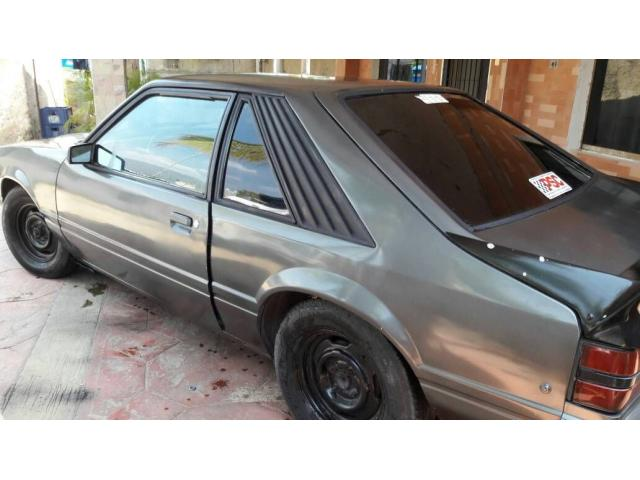 Ford Mustang GT 1984 - 2/5