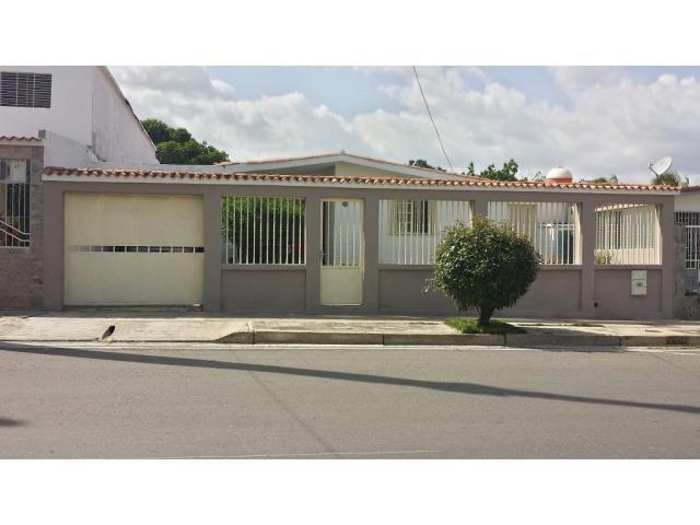 Casa Quinta en LA ESMERALDA con Local Comercial - 1/6