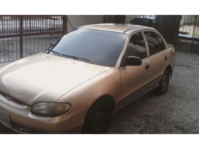 Hyundai Accent automático 2004 color dorado - 1/6
