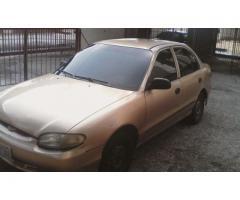 Hyundai Accent automático 2004 color dorado - Imagen 1/6