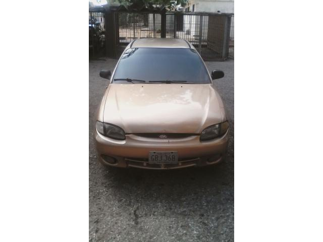 Hyundai Accent automático 2004 color dorado - 2/6