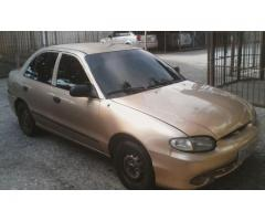 Hyundai Accent automático 2004 color dorado - Imagen 3/6