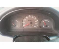 Hyundai Accent automático 2004 color dorado - Imagen 4/6