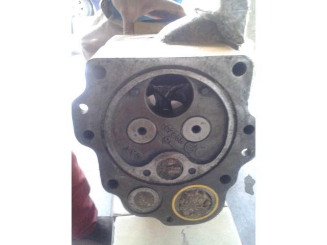 Bomba hidráulica de la caja del Tractor D9N Caterpillar - 2/6