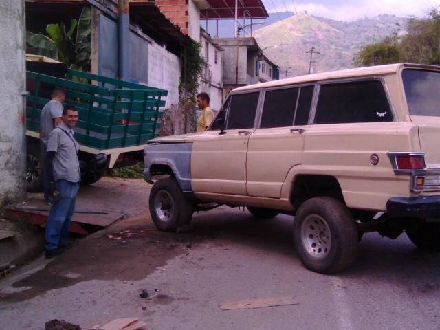 VENDO O CAMBIO MI WAGONEER 77 EN GUARENAS - 2/5