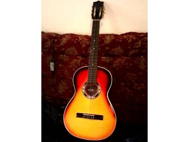 guitarra con acabado colombiano en su forro como nueva - 1/3