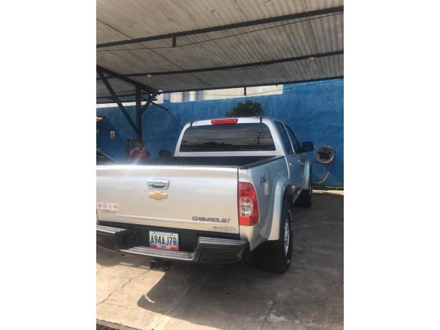 Camioneta Chevrolet  Lud Dmax Automática, año 2013 color Plata - 1/6