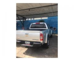 Camioneta Chevrolet  Lud Dmax Automática, año 2013 color Plata