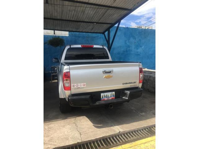 Camioneta Chevrolet  Lud Dmax Automática, año 2013 color Plata - 2/6