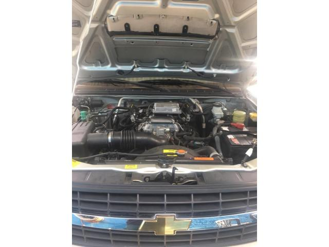 Camioneta Chevrolet  Lud Dmax Automática, año 2013 color Plata - 4/6