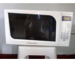 ¡¡¡REMATO POR MOTIVO DE VIAJE MICROONDAS ELECTROLUX NUEVECITO EN SU CAJA!!! - Imagen 1/4