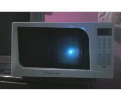 ¡¡¡REMATO POR MOTIVO DE VIAJE MICROONDAS ELECTROLUX NUEVECITO EN SU CAJA!!!