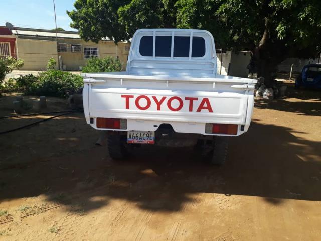 Vendo hembrita Toyota 2007 cero detalles verla es com - 2/5