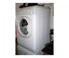 Lavadora y Secadora Ariston de 8 Kg. de puerta lateral