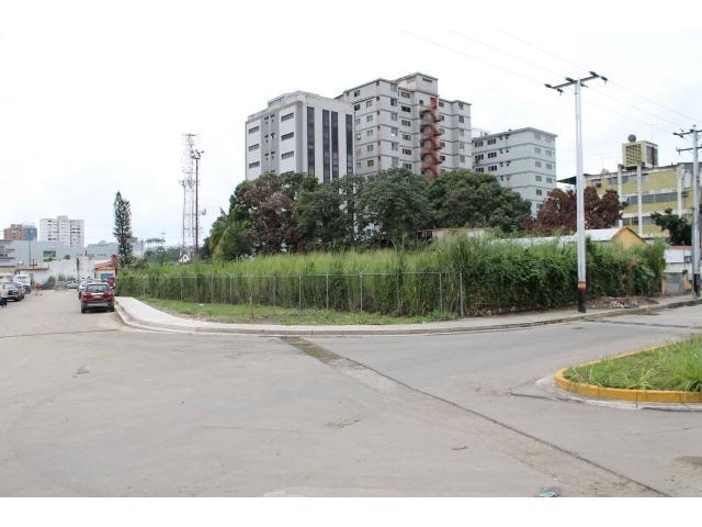 ala venta terreno en la av. bolívar sector la majai 20 mil verdes negociable 20 metros de frente po - 1/4