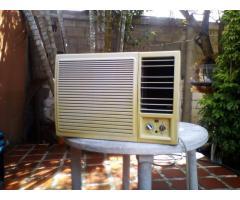 aire de ventana 24btu y cocina 5 hornillas