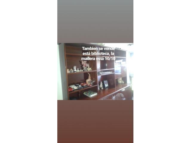 Vendo biblioteca de madera caoba oscura - 1/2