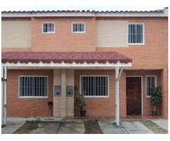 VENDO TOWN HOUSE EN SAN DIEGO Bs 47000000