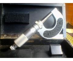 Micrómetro para metalurgia
