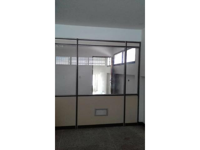 En Puerto la Cruz Oficina/Consultorio  50 mts.2 - 1/6
