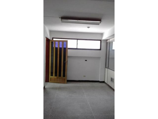 En Puerto la Cruz Oficina/Consultorio  50 mts.2 - 4/6
