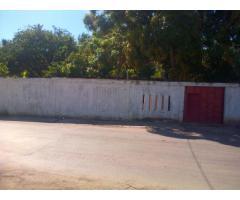 Casa en esquina de 110 m2 de construccion,470 m2 de superficie,titulo de tierra municipal