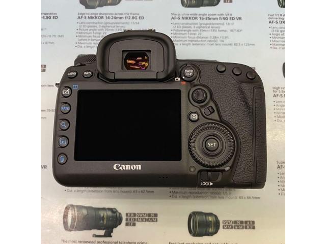 Canon EOS 5D Mark IV camera body - 2/4