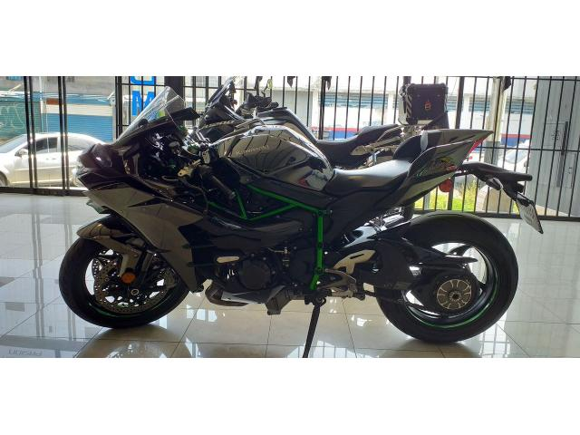 Vendo Kawasaki H2 Ninja  Motor : 1000cc Año : 2015 Km: 14000 - 2/6