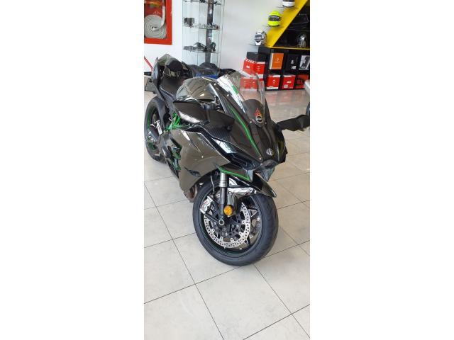 Vendo Kawasaki H2 Ninja  Motor : 1000cc Año : 2015 Km: 14000 - 3/6