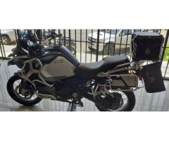 MOTO BMW R 1200 GS Tiene las 3 Maletas
