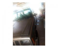 Se vende jeep Cherokee 98