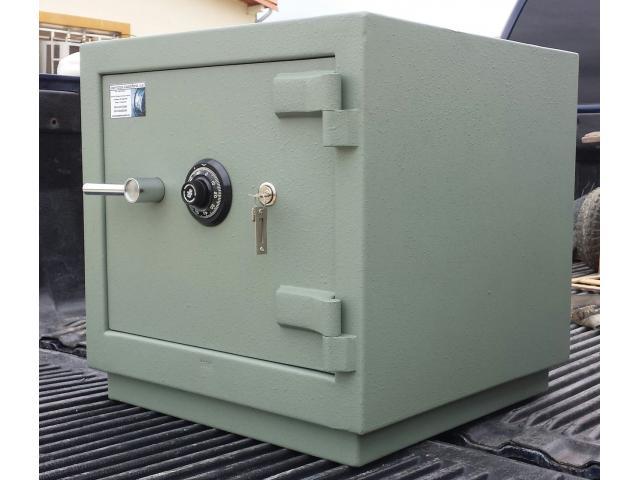 Cerrajero técnico cajas fuertes Bóvedas cofres 04128808182 - 1/2