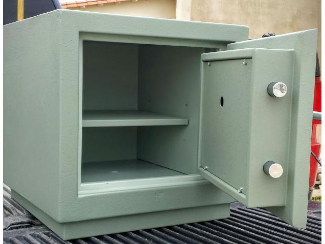 Cerrajero técnico cajas fuertes Bóvedas cofres 04128808182 - 2/2