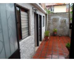 casa de 2 plantas con todos los servicios en urbanización en Mérida