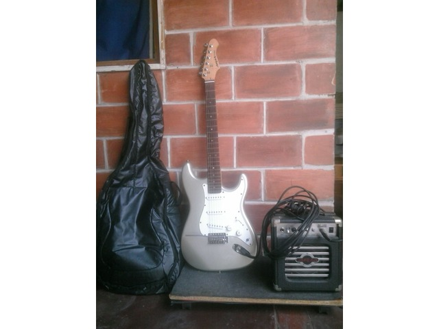 Guitarra Eléctrica Marca Aria con Mini Amplificador Marca Aria - 1/5
