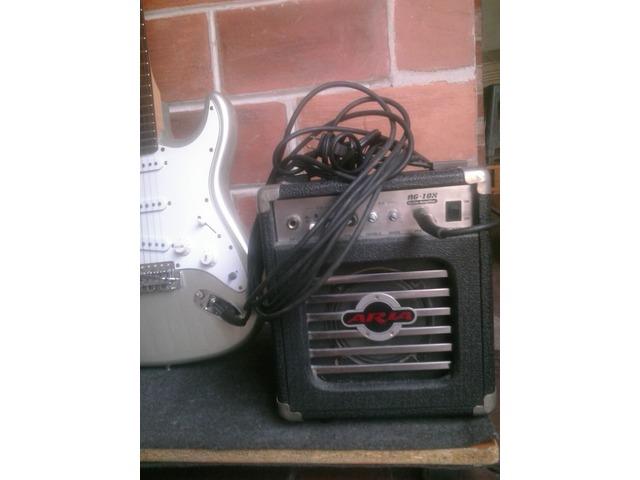 Guitarra Eléctrica Marca Aria con Mini Amplificador Marca Aria - 2/5