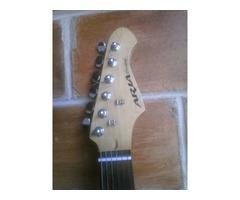 Guitarra Eléctrica Marca Aria con Mini Amplificador Marca Aria - Imagen 4/5