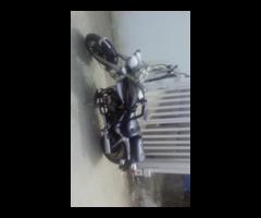 Vendo hermosa moto tipo chopper.