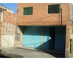 EDIFICIO DE LOCALES COMERCIALES EN CONSTRUCCION EN PARIATA ESTADO VARGAS