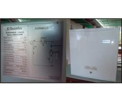 Refrígerador Ejecutivo Electrolux   Color Blanco y Gris