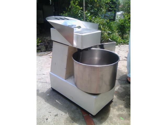 maquinaria completa y en buenas condiciones funcionando para fabrica de pasteles - 1/4
