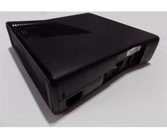 XBOX 360 Consola + Cables + 2 Controles + 3 Juegos (Original)