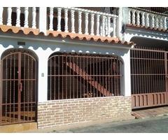 vendo linda casa en la Esmeralda detrás de fin de siglo